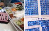 南京這醫院的盒飯一份15元,到飯點排隊買的人不少,還有家星巴克