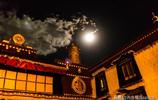 大昭寺 六 : 從大昭寺金頂可以看到大昭寺廣場,右邊是布達拉宮
