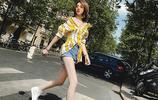 初夏除了露腿外,你還可以穿件一字露肩的襯衫,露出迷人的鎖骨