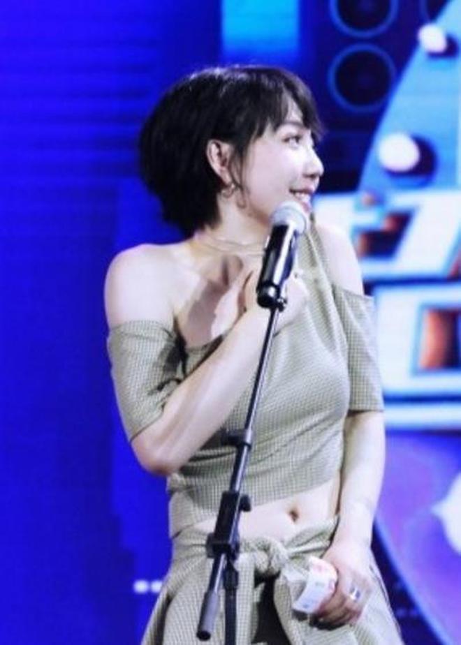 娛樂八卦:1992年出生的吳莫愁,這身裝扮還真不失明星範