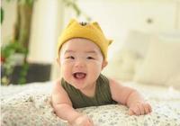 寶寶越早出現這個動作,說明大腦發育得越好,將來肯定大有出息!