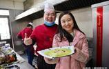 她畢業於西北大學開著寶馬汽車幫鄉親賣白菜,網友說:為善良點贊