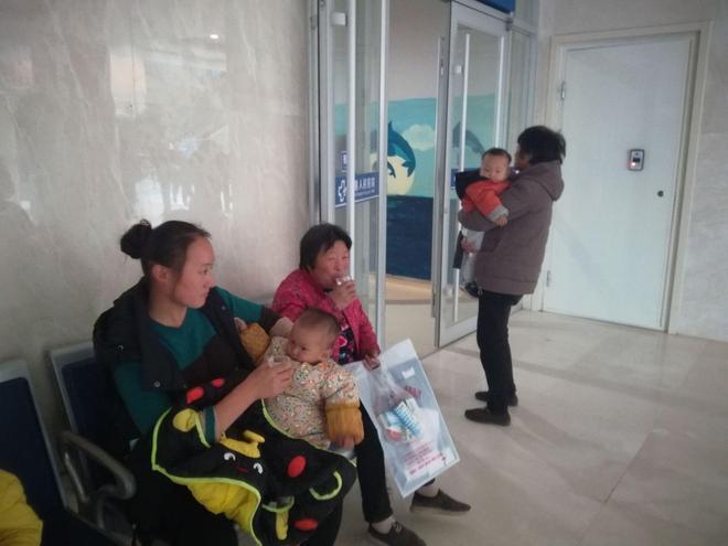 仁愛天使志願者(20171101-01):為病人獻上熱茶