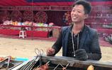 河南農村80後小哥,自主創業賣小吃,你能猜到他一天掙多少錢嗎?