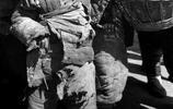 這不是電影1942的劇照,這是一組真實的逃荒老照片