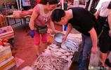 海鮮品種減少價格下降 每斤降了三四元 最多的降了10元左右