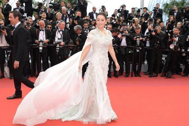 紅毯只服范冰冰?嫁71歲法國人,53歲鞏俐戛納行未獲認可