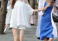 膚白貌美、脣紅齒白的閨蜜,都是簡約的穿搭,你更加喜歡哪一位?