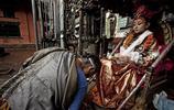 """尼泊爾""""女神""""成為信仰,享受萬眾朝拜,而退位後無人願娶"""