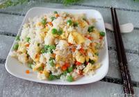早餐吃炒飯,用米飯這個食材一起搭配,特別適合夏季吃,營養味美