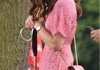 凱特王妃最新私服!粉色碎花裙甜美又減齡,撞色夏洛特公主也不輸
