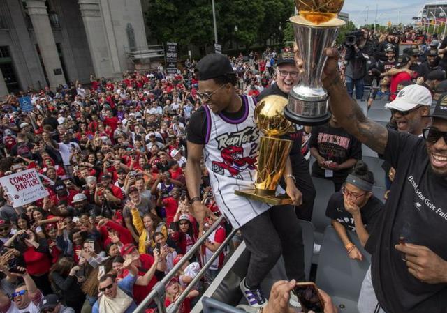 多倫多猛龍大辦NBA總冠軍慶典:200萬球迷狂歡