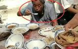 農村老家結婚,大叔隨了五百份子錢,卻一口菜沒吃上只喝了幾口湯