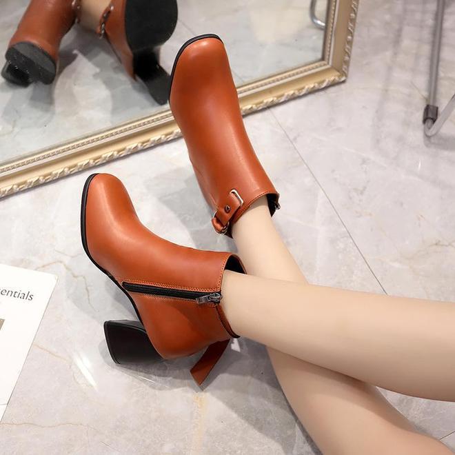 剛上一批女鞋雪地靴火了,專為70女人設計,大雪紛飛不凍腳