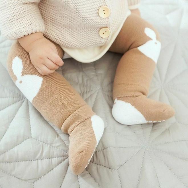九成媽媽不會打扮自己的寶寶,瞧!看下圖的小腳腳,保暖萌翻