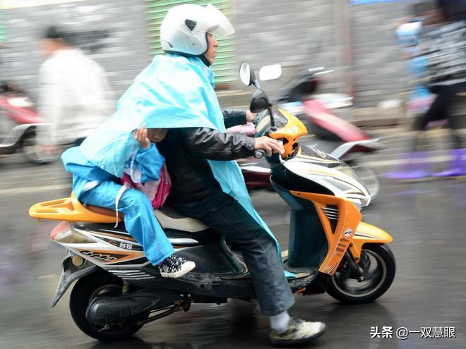 電動車新規實施後,送孩子上學怎麼辦?都買汽車道路會更加擁堵