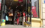 中央大街旁邊這家店不幹了,全場8元狂甩貨,有空快過來買吧