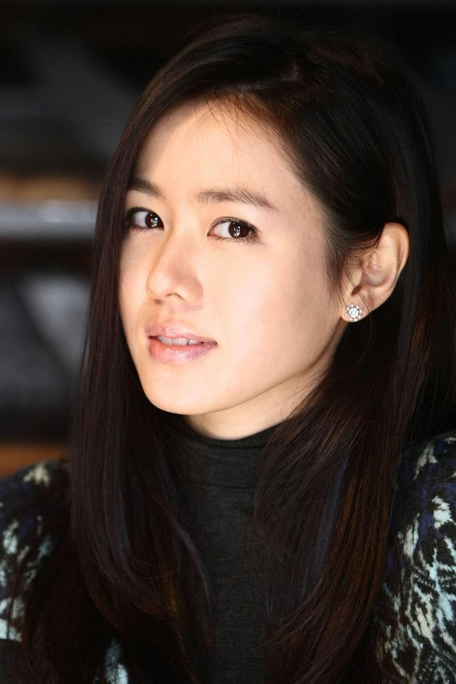 氣質美貌並存的韓國女神孫藝珍