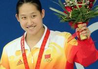 她被稱為游泳女神,嫁給大自己23歲恩師,併為他生下第三個孩子!