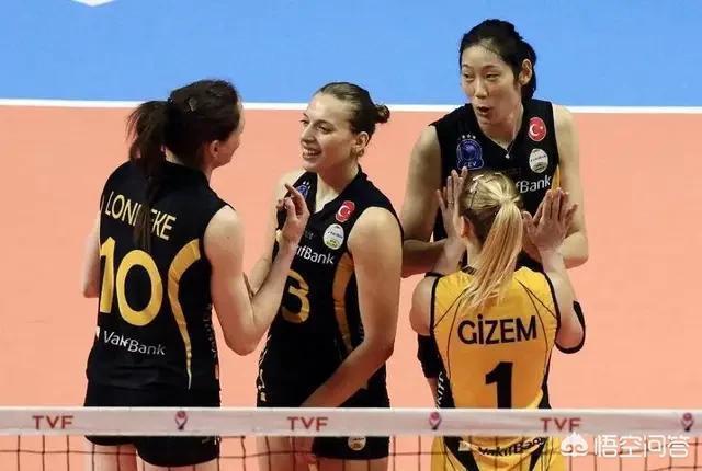 女排歐冠比賽中朱婷扣球打到對手後立即與對手擁抱致歉,這樣的朱婷你喜歡嗎?