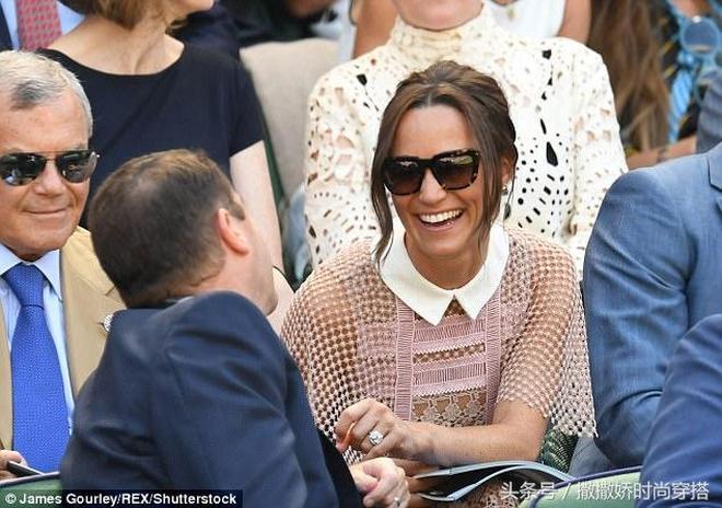 凱特王妃的妹妹妹皮帕·米德爾頓身穿蕾絲連衣裙觀看比賽,跟人熱聊,笑容超像凱特王妃