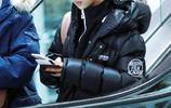 楊紫穿北影校服梳丸子頭離京 對鏡頭甜笑側臉白皙可愛