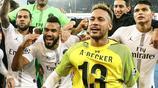 人群中最亮的那件黃色球衣,內馬爾贏球特別靚仔!