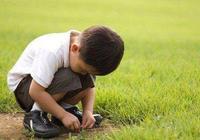 自卑的孩子從小就有這三種表現,寶媽們別不在意,不然孩子吃大虧