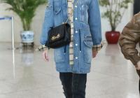 藍盈瑩用大衣混搭連體褲,同色搭配認真過冬,私服秒變酷帥藍朋友