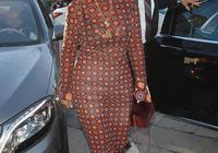 克里斯·詹納穿著時尚的印花連衣裙在好萊塢吃晚餐