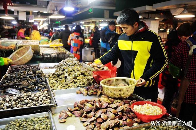 大冷天青島本地海鮮量少價高 普通鼓眼魚元35一斤 外地貨來搶灘