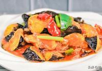 廚師長教你紅燒茄子的家常做法,香而不膩、外酥裡嫩,越吃越想吃