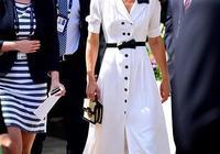 64歲凱特王妃媽媽穿白裙,優雅又清新,比同齡卡戴珊媽媽苗條