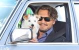 德普主演《理查的道別》,與一隻可愛的小狗拍攝駕駛場景