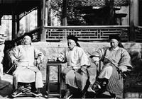 8張罕見的清朝官員老照片,圖3是文武百官上朝,圖6是一家人合影