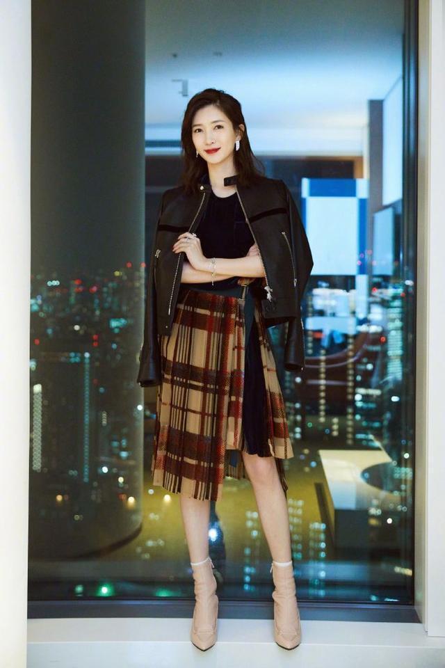 """32歲江疏影穿""""拉丁舞裙"""",仙到骨子裡,美出新高度!"""