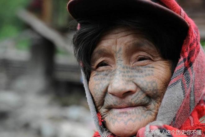 10張罕見的中國古老獨龍族女性的紋面形象,值得一看