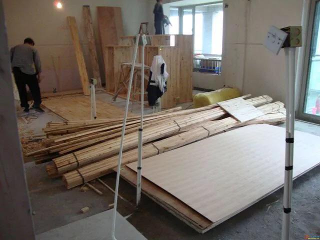 同樣的板材,木工打櫃子與定製衣櫃,差價能有多少?