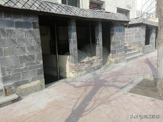 棚戶區小樓外面建起這些棚子做啥用的? 是想多獲點拆遷補償吧?