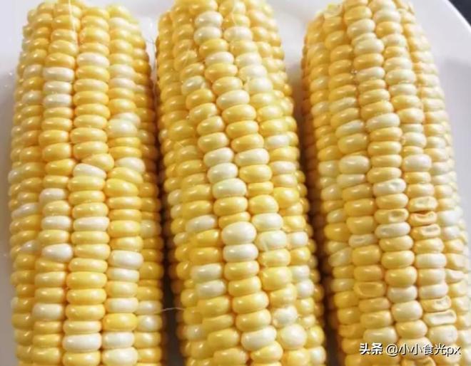 玉米如果做成這樣,香辣可口,比燒烤店烤的好吃,你吃過沒