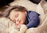 好不容易哄睡了,半小時又醒了,如何幫寶寶睡得更長更穩?