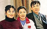 40歲伏明霞素顏生活照,老公比老爸小兩歲,相差26歲活出了幸福!