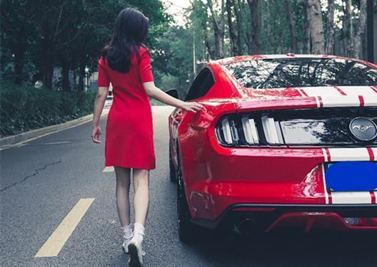 我只有一輛福特Mustang,你願意和我馳騁天涯嗎?