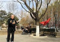 赤峰七旬老人玩繩鏢 技藝不簡單
