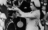 看完查爾斯王子小時候的照片,就知道英女王對查爾斯多麼溺愛!