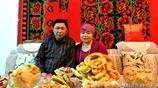 當新疆哈薩克族美食薰馬肉那仁端上來,有人卻享用不了,直呼後悔