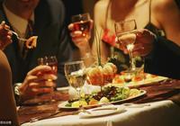 身在職場,這四種飯局絕對不能參加,否則會吃大虧!