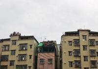 攝影圖悅:廣州車陂城中村,出租房樓頂天台站滿人