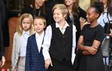 朱莉帶一家子萌娃走紅毯,四女兒和皮特也太像了吧!