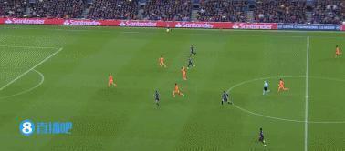梅西吃藥了!10分鐘造3球,歐冠巴薩5-1大勝里昂